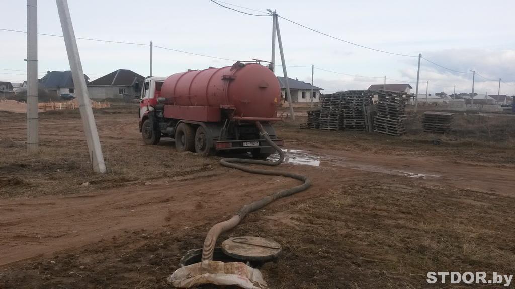 Откачка канализации вакуумной машиной длина шланга 16 метров
